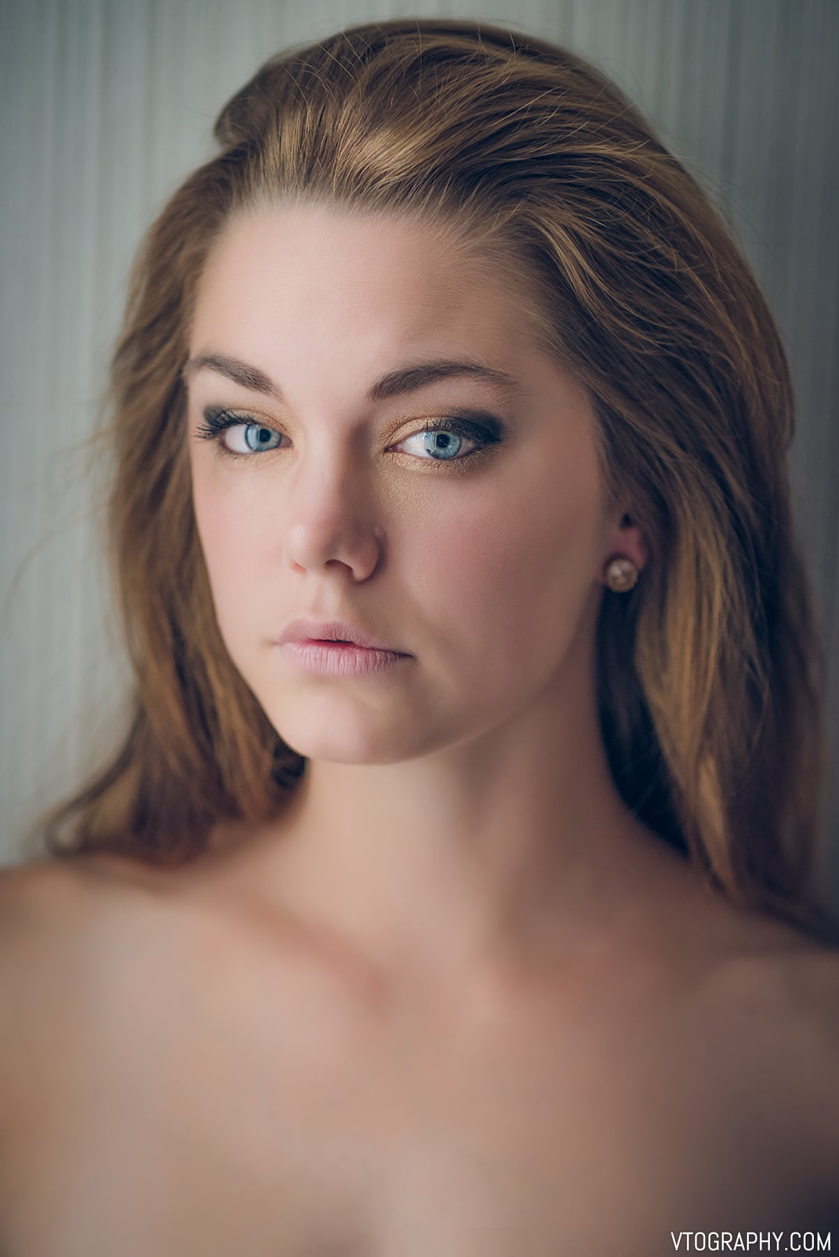 Soft light portraits with backlighting, featuring model Amy